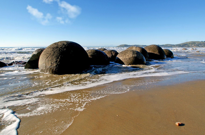 Moeraki Boulders entdecken auf der klassischen Neuseeland Tour.